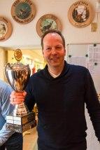 Kompanieführer Frank Sander mit dem Pokal