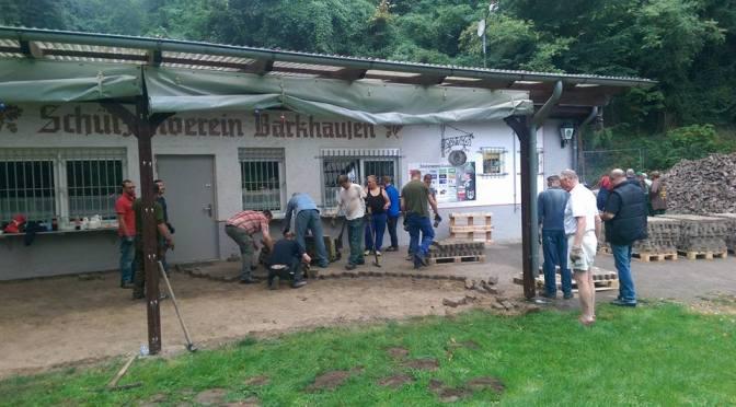 Abtragen des alten Steinpflasters erfolgreich begonnen